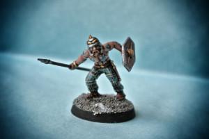 Guerriero Celta,miniatura in plastica scala 28mm Warlord Games, pittura giallinovagabondo