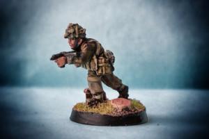 British Airborne, miniatura metallo 28mm Wargames Foundry, pittura giallinovagabondo