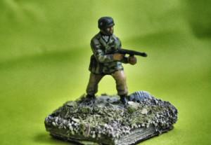 Fallschirmjäger,soldatino in plastica scala 1/72 dell'Airfix, pittura Giorgio Albertini,terreno giallinovagabondo