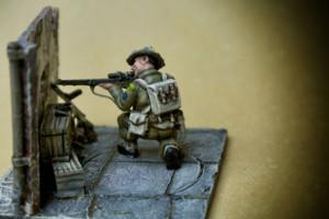 Canadian Sniper, miniatura plastica 28mm Warlord Games, pittura giallinovagabondo,ambientazione Luigi Murra