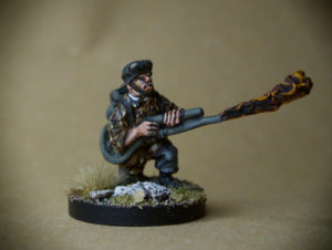Flamethrower German Fallschirmjäger, miniatura metallo 28mm, Warlord Games,pittura giallinovagabondo