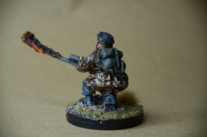 Flamethrower German Fallschirmjäger, miniatura metallo 28mm, Warlord Games,pittura giallinovagabondo