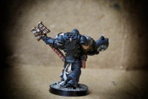 Cappellano dei Dark Angels Space Marines, miniatura metallo 28mm Games Workshop, pittura giallinovagabondo