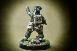 Canadian Infantry, Sergeant, miniatura in plastica 28mm Warlord Games,pittura giallinovagabondo