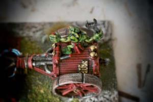 Particolare serbatoio e meccanico Space Orks Skorcha,miniatura metallo 28mm Games Workshop,pittura e rielaborazione giallinovagabondo