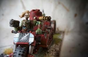 Particolare motociclista Space Orks Skorcha,miniatura metallo 28mm Games Workshop,pittura e rielaborazione giallinovagabondo
