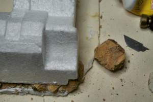 posizionamento della struttura su una base in cartoncino