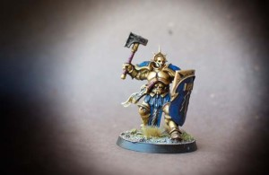 Hammers Age of Sigmar, miniatura in plastica Games Workshop, pittura giallinovagabondo