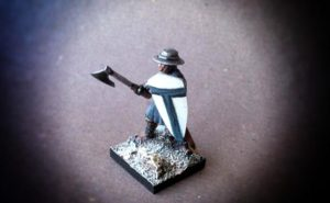 Teutonic infantry soldier of the 12°/13° Century,miniatura in plastica,scala 28mm ,Fire Forge Games